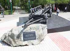 Памятник - телега переселенцев