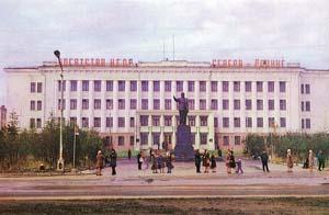 Здание бывшего Главного управления «Дальстроя»