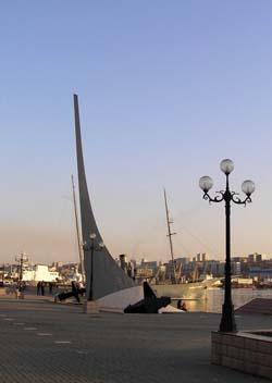 Памятный знак на месте высадки в 1860 году основателей поста Владивосток
